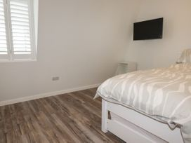 Beachview Apartment 8 - Cornwall - 1066475 - thumbnail photo 11