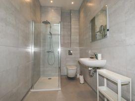 Beachview Apartment 8 - Cornwall - 1066475 - thumbnail photo 12