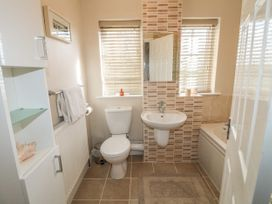 Paddock View Cottage - Lincolnshire - 1067736 - thumbnail photo 12