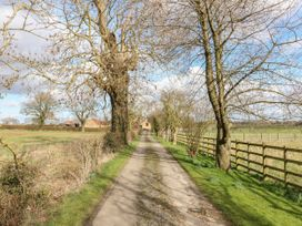 Paddock View Cottage - Lincolnshire - 1067736 - thumbnail photo 18