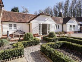 Oast Cottage - Kent & Sussex - 1068731 - thumbnail photo 2