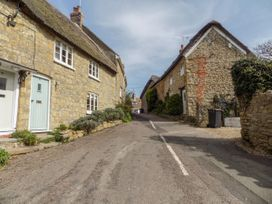 The Granary, Burton Bradstock - Dorset - 1069147 - thumbnail photo 27