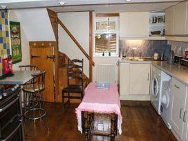2 Llawrcoed Isaf - Mid Wales - 6745 - thumbnail photo 3