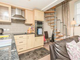 Bede Apartment - Northumberland - 904062 - thumbnail photo 6