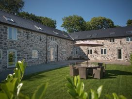 Castell Courtyard - North Wales - 905109 - thumbnail photo 1