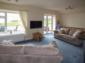 Hyfrydle Apartment - Anglesey - 927582 - thumbnail photo 3