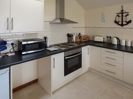 Hyfrydle Apartment - Anglesey - 927582 - thumbnail photo 6