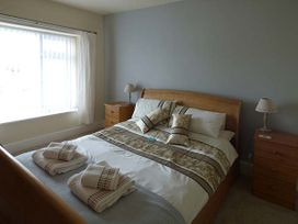 Hyfrydle Apartment - Anglesey - 927582 - thumbnail photo 7