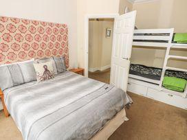 Apartment 2 - South Wales - 966446 - thumbnail photo 8