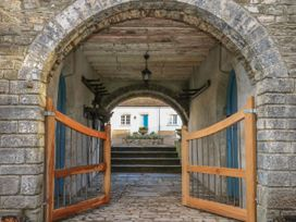 The Old Carriage Court - South Wales - 984473 - thumbnail photo 33