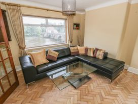 Dee Heights Penthouse - North Wales - 984751 - thumbnail photo 5