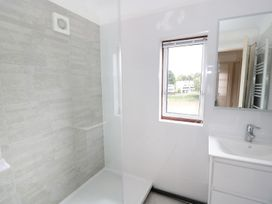 Dee Heights Penthouse - North Wales - 984751 - thumbnail photo 17