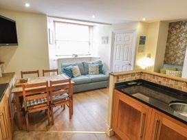 Apartment 6 - Whitby & North Yorkshire - 9865 - thumbnail photo 6