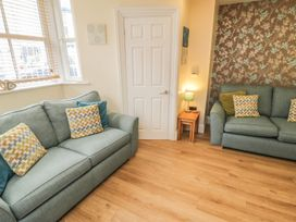 Apartment 6 - Whitby & North Yorkshire - 9865 - thumbnail photo 3