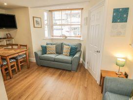 Apartment 6 - Whitby & North Yorkshire - 9865 - thumbnail photo 2