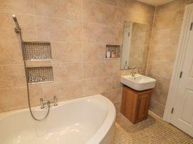 Apartment 6 - Whitby & North Yorkshire - 9865 - thumbnail photo 12