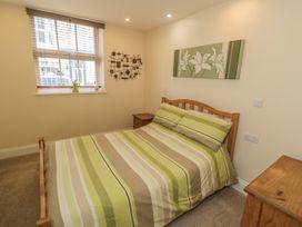 Apartment 6 - Whitby & North Yorkshire - 9865 - thumbnail photo 8