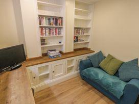Apartment 6 - Whitby & North Yorkshire - 9865 - thumbnail photo 7