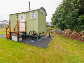 Shepherds Hut - The Hurdle - South Wales - 997062 - thumbnail photo 2