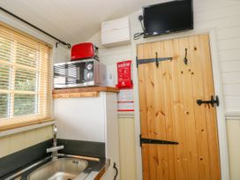 Shepherds Hut - The Hurdle - South Wales - 997062 - thumbnail photo 12