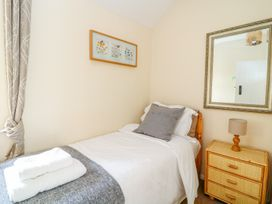 Woodedge - Somerset & Wiltshire - 999220 - thumbnail photo 10