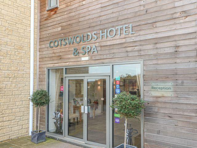 Cotswold Club Apartment (2 Bedroom Sleeps 4) - 1040156 - photo 1