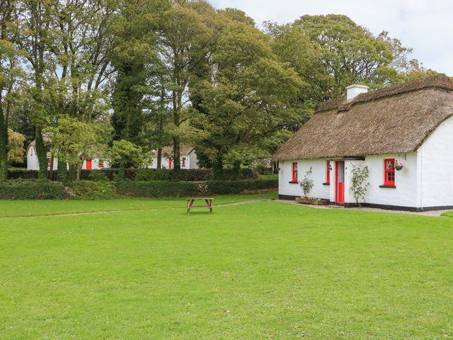 No. 7 Lough Derg Thatched Cottages - 915742 - photo 1