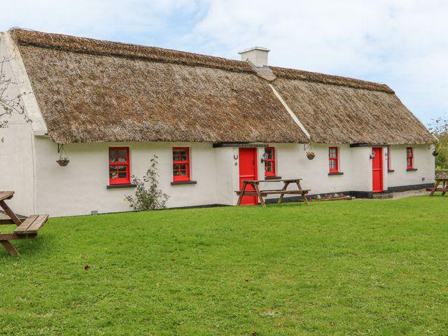 No. 10 Lough Derg Thatched Cottage - 916416 - photo 1